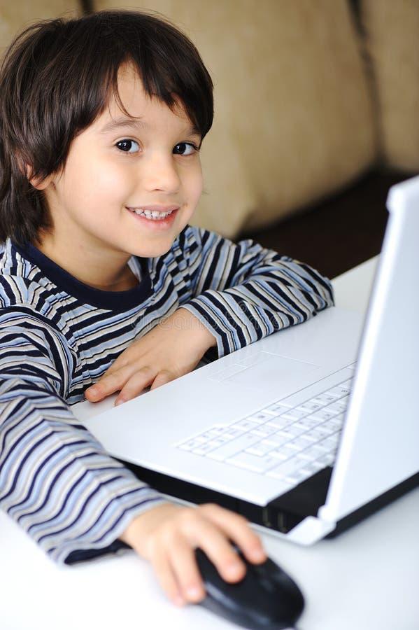 dzieciństwa laptopu uczenie zdjęcia royalty free