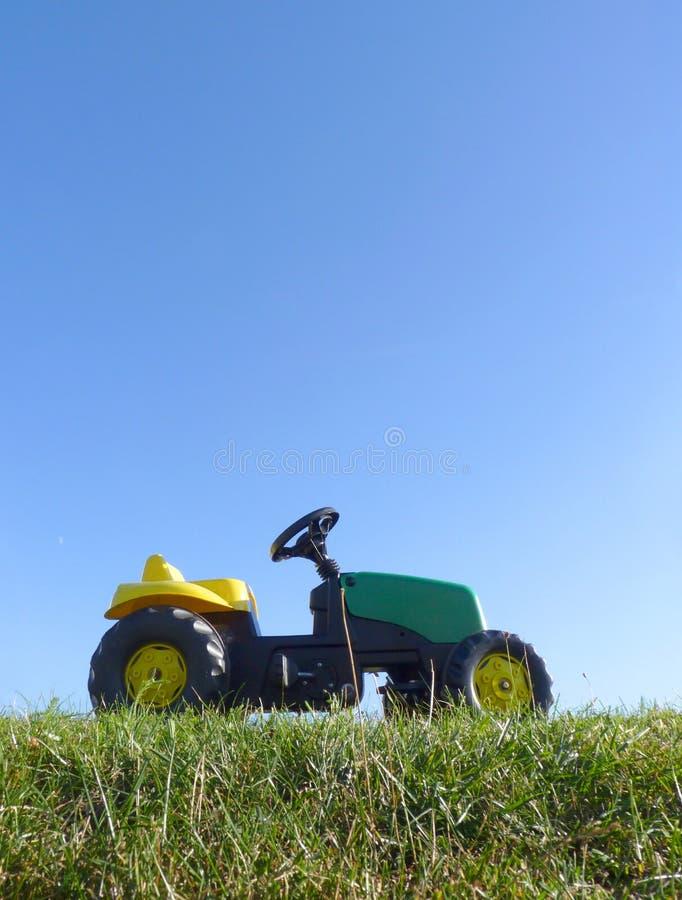 Dzieciństwo zabawki następu ciągnika samochód zdjęcie stock