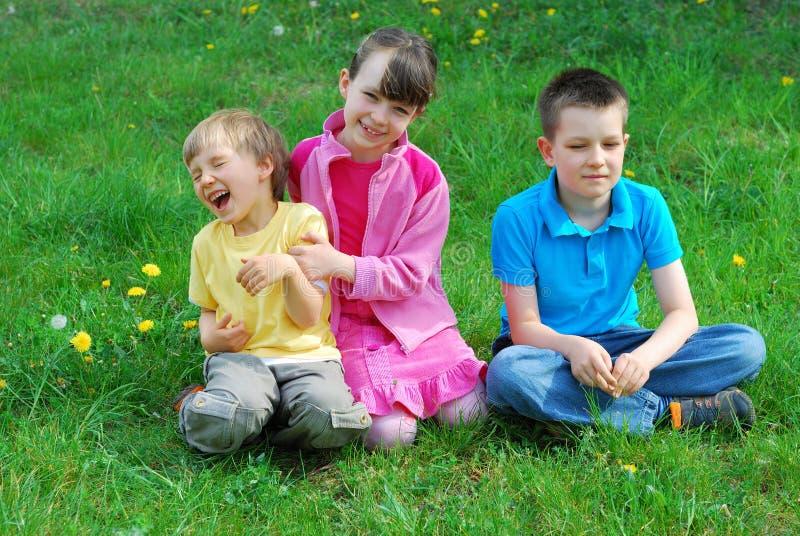 dzieci łąkowi szczęśliwi fotografia royalty free