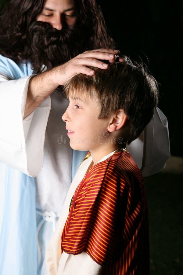 dzieci błogosławieństwa Jezusa obrazy royalty free
