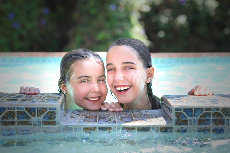 dzieci basenu lato dopłynięcie zdjęcia stock