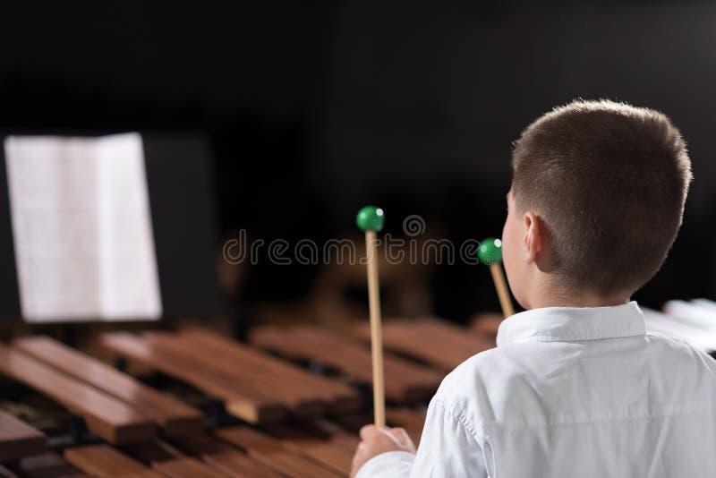 Dzieci bawią się muzyka 2 zdjęcia royalty free