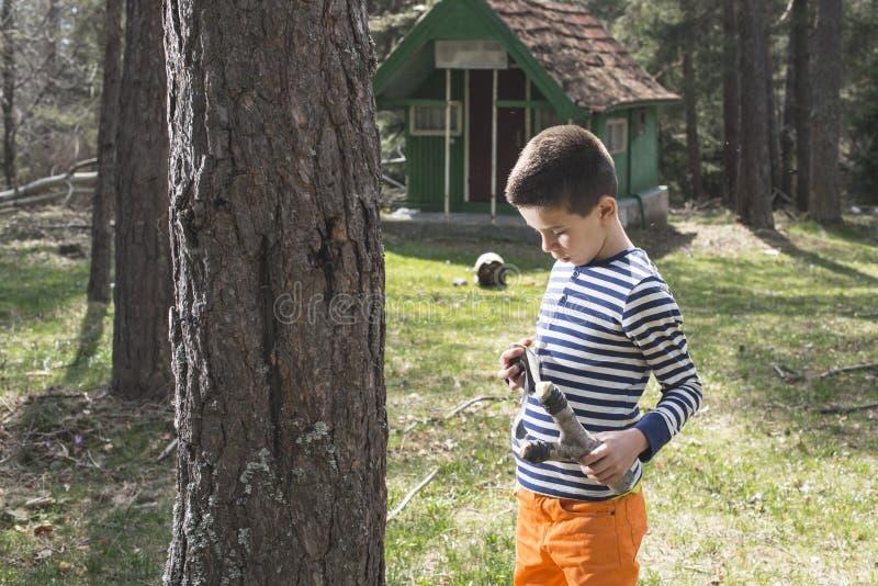 Download Dzieci Bawią Się Z Temblak Zabawką Zdjęcie Stock - Obraz złożonej z łobuzerka, stary: 53777118
