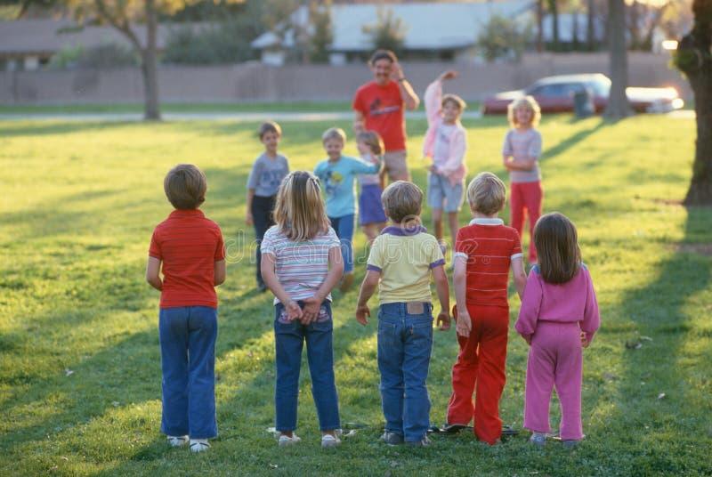 Dzieci bawić się obrazy stock