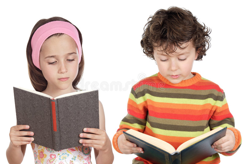 dzieci czytać zdjęcia royalty free