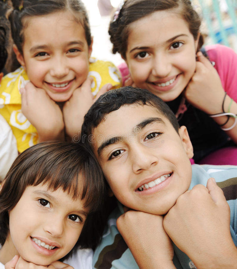 dzieci grupują fotografii vertical zdjęcia stock