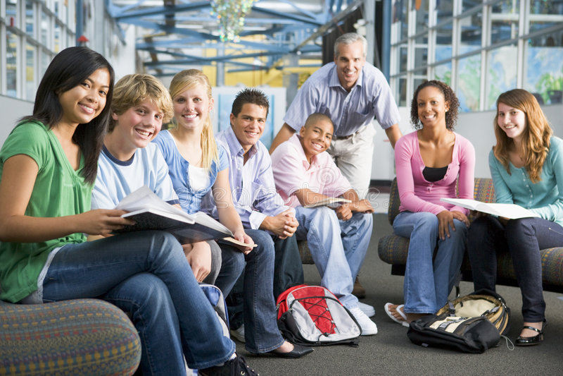 dzieci ich nauczyciela zgrupowane obraz royalty free