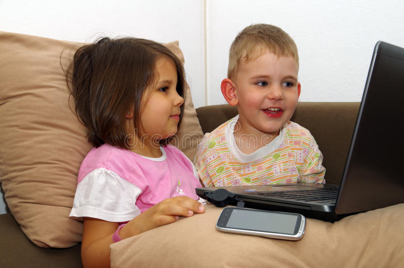 Dzieci komputer. obraz royalty free
