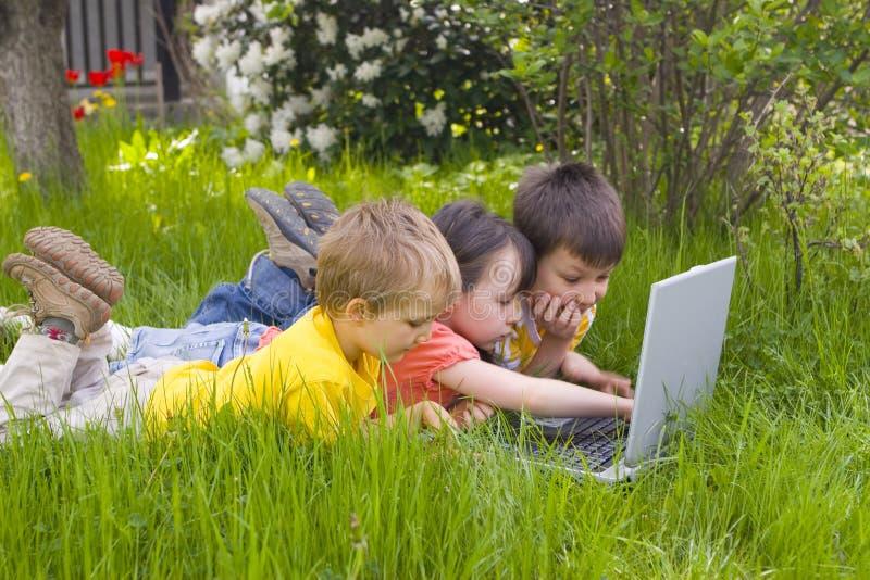 dzieci komputerowych zdjęcia royalty free