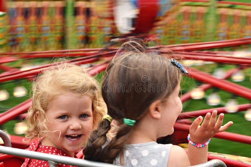Dzieci na uczciwej przejażdżce zdjęcia stock