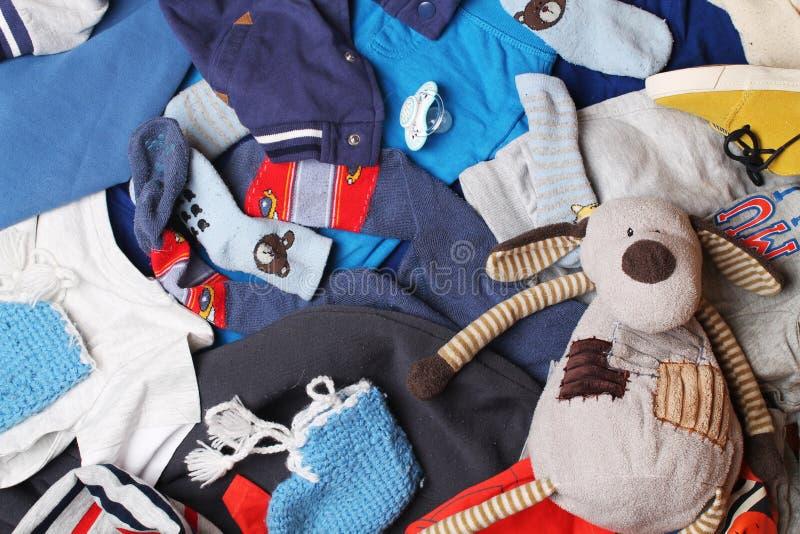 Dzieci odziewa i zabawki tło zdjęcie stock