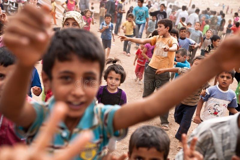 Dzieci przy Atmeh obozem uchodźców, Atmeh, Syria. zdjęcia royalty free