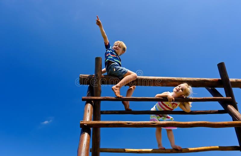 Dzieci przy boiskiem obrazy royalty free