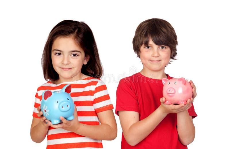 Dzieci ratuje z ich prosiątko bankiem zdjęcie stock