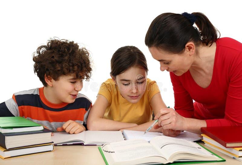 dzieci robią pracie domowej zdjęcie royalty free