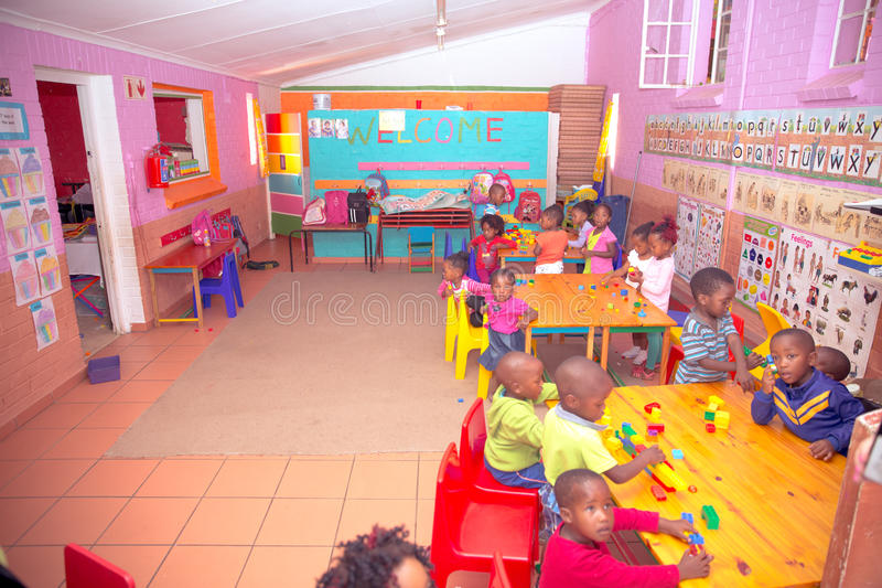 dzieci sala lekcyjnej lekcyjna reala szkoła obraz stock