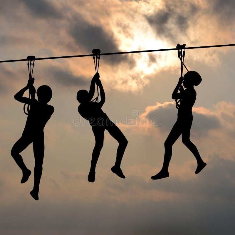 Dzieci sunie na latającego lisa contraption przeciw błękitnemu cl zdjęcie stock
