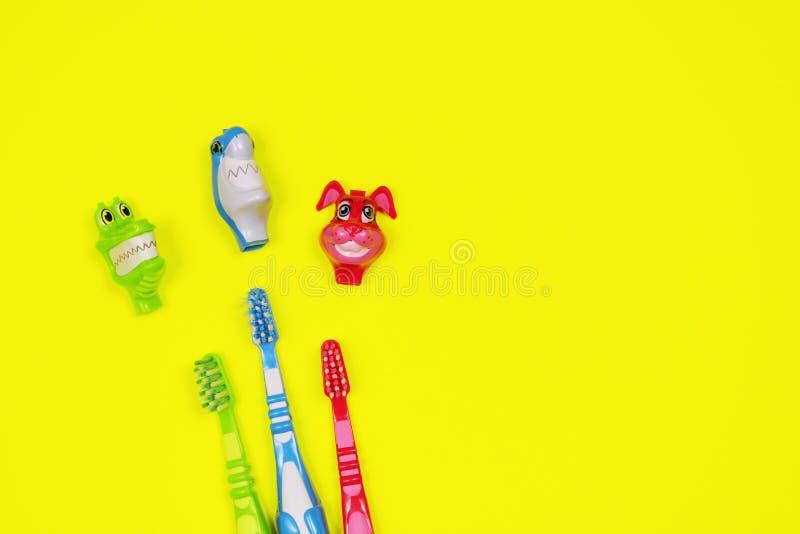 Dzieci toothbrushes na żółtym tle obrazy stock
