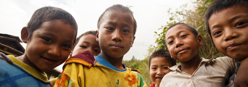 Dzieci w podbródka stanu terenie, Myanmar zdjęcie stock