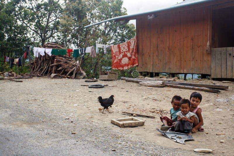 Dzieci w podbródka stanu terenie, Myanmar zdjęcia stock