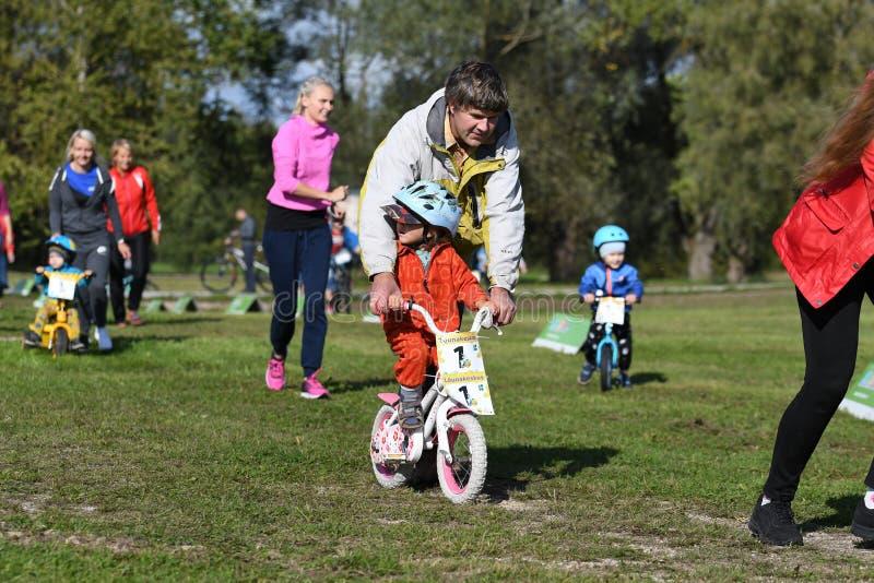 Dzieci wydarzenia kolarstwo maraton zdjęcie stock