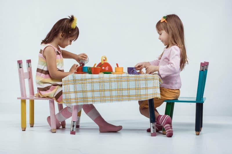Dzieciaków bawić się zdjęcie stock