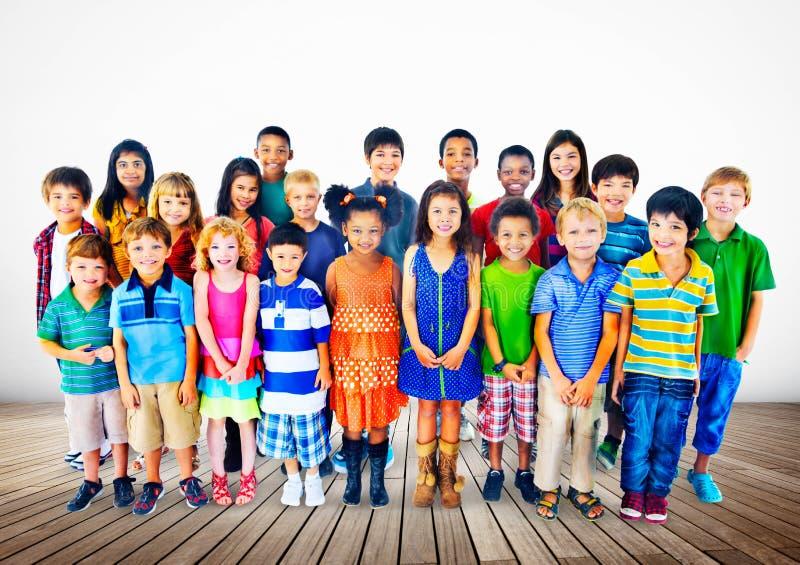 Dzieciaków dzieci różnorodności szczęścia grupy pojęcie zdjęcia royalty free
