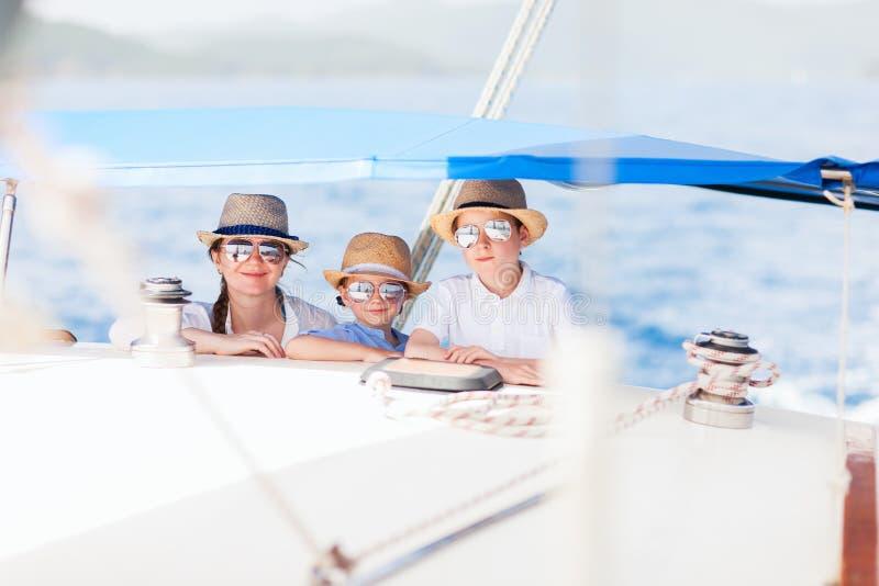 dzieciaków luksusu matki jacht obraz royalty free