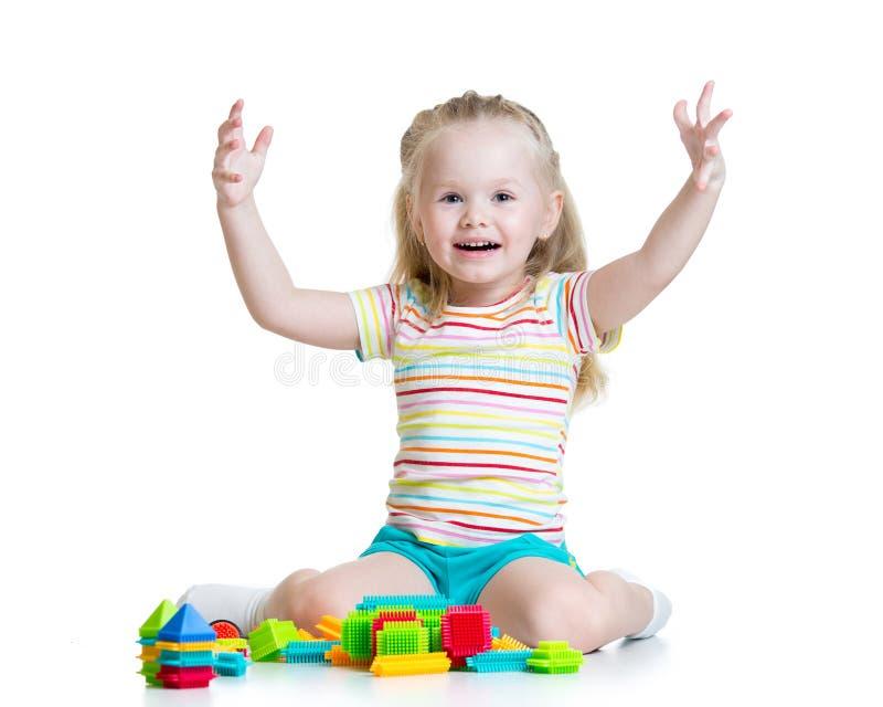 Dzieciak bawić się z zabawkami zdjęcia royalty free