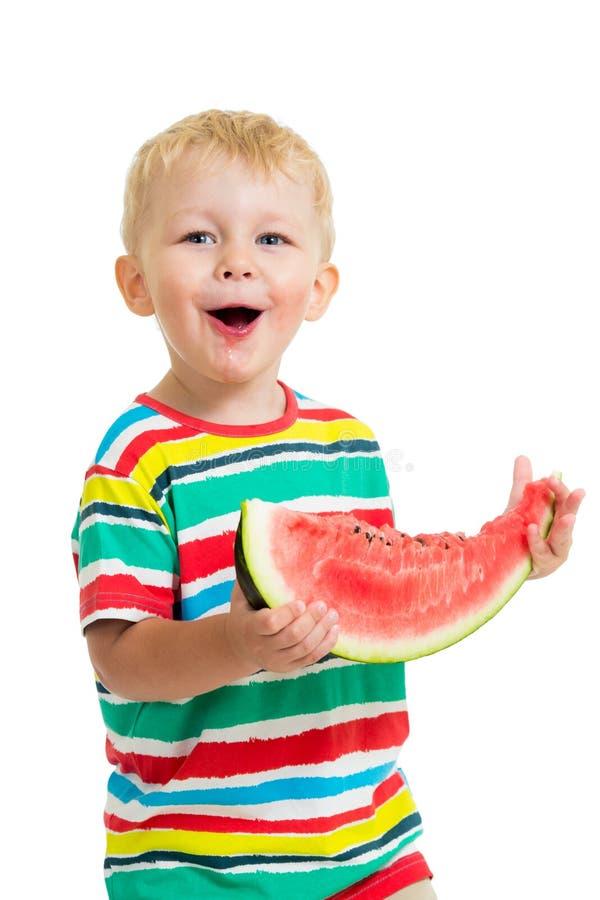 Dzieciak chłopiec łasowania arbuz odizolowywający fotografia royalty free