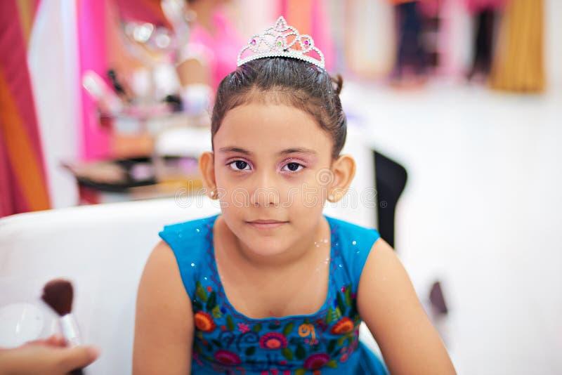 Dzieciak dziewczyna z princess uzupełniał zdjęcia stock