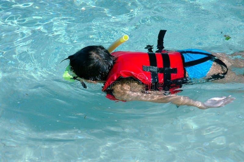 dzieciak nurkowanie fotografia stock