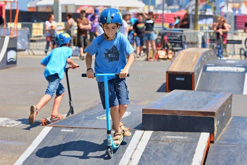 Dzieciak przy hulajnoga parka młodzieżową rywalizacją przy LKXA sportów Barcelona Krańcowymi grami obrazy stock
