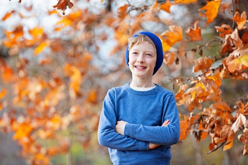 Dzieciak przy spadkiem zdjęcie royalty free