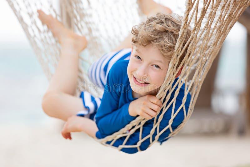 Dzieciak przy tropikalnym wakacje fotografia stock