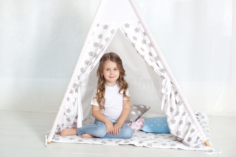 Dzieciak przygotowywa i?? ? fotografia royalty free
