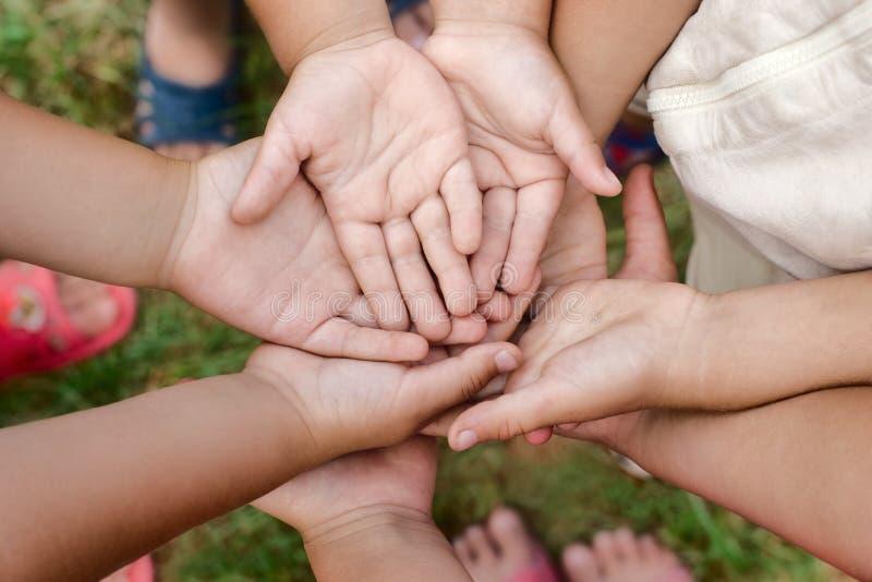 Dzieciak ręki obrazy royalty free
