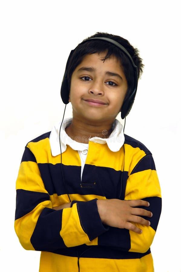 dzieciak słuchał muzyki zdjęcie royalty free