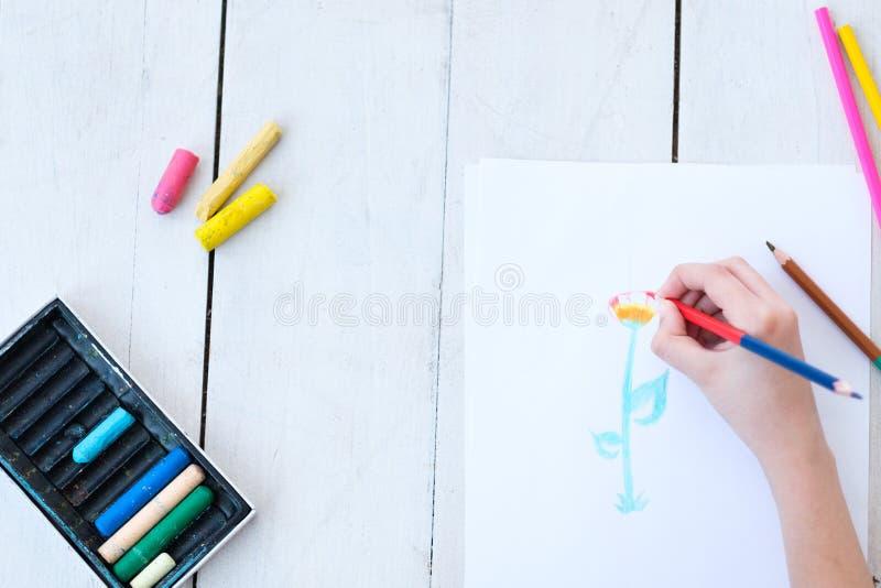 Dzieciak twórczości sztuki obrazu kwiatu ręki rysunek obrazy royalty free
