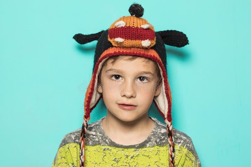 Dzieciak w śmiesznym kapeluszu zdjęcia stock