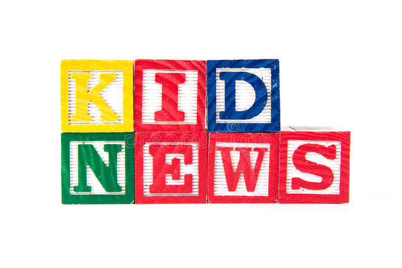 Dzieciak wiadomość - abecadła dziecka bloki na bielu fotografia stock