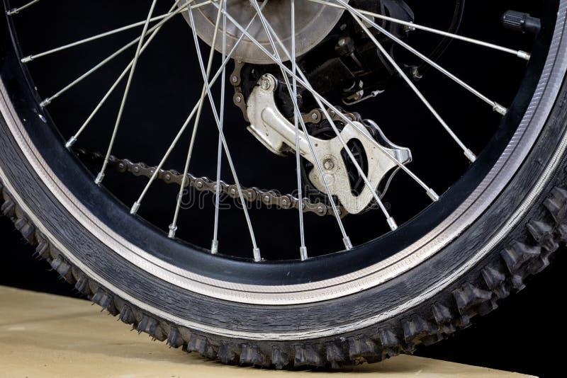 Dzieciaka rower Szoka absorber, hamulec, koło pokazywać zakończenie up zdjęcie royalty free