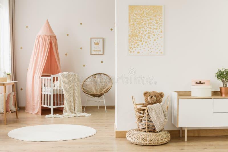 Dzieciaka ` s otwartej przestrzeni wnętrze fotografia stock