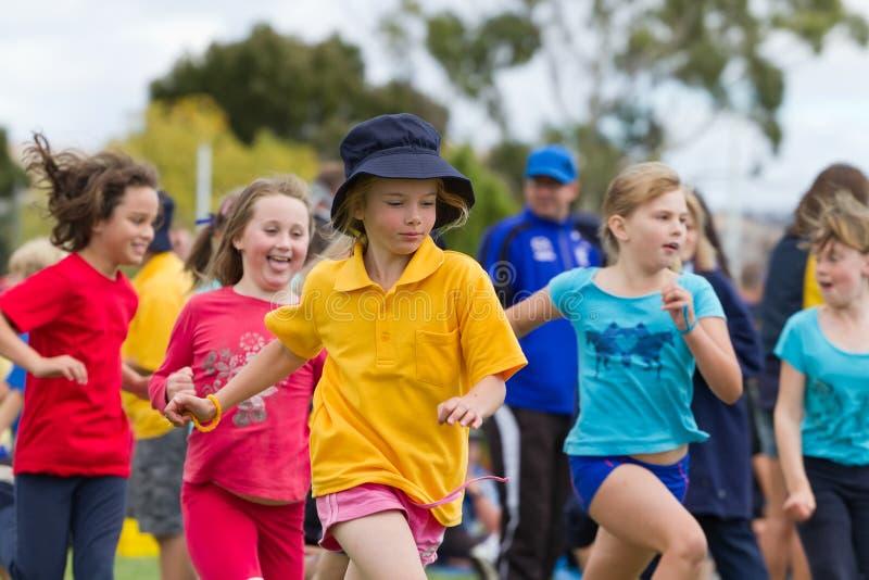 dzieciaki ścigają się sporty fotografia stock
