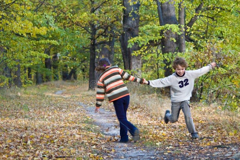 dzieciaki grają fotografia royalty free