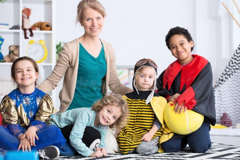 Dzieciaki i nauczyciel zdjęcie royalty free