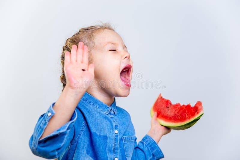 Dzieciaki je arbuza obraz stock