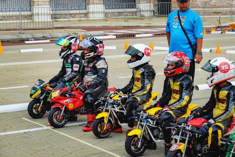 Dzieciaki jedzie przy rower rywalizacją, Malezja obraz royalty free
