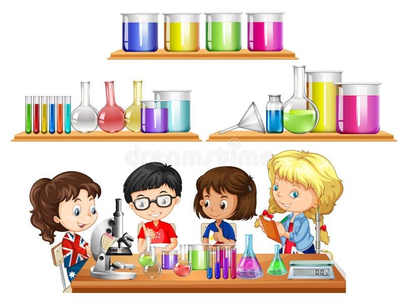 Dzieciaki robi nauka eksperymentowi i setowi zlewki ilustracji