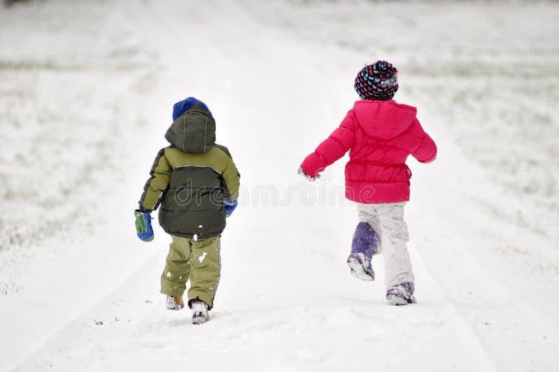 dzieciaki target423_1_ śnieg obraz stock